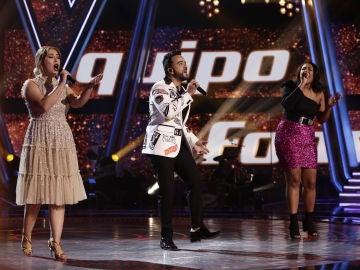 Luis Fonsi canta 'Aquí estoy yo' con Linda Rodrigo y María Espinosa en la Semifinal de 'La Voz'