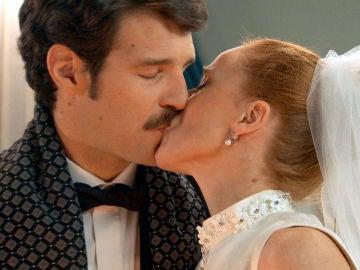 Carlos y Natalia destruyen la prueba que la sentenciaba