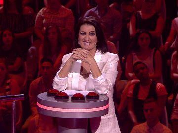 Silvia Abril se venga de las absurdas respuestas  de los concursantes en 'Acierta o puerta'