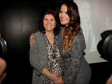 Katia Aveiro junto a su madre Dolores Aveiro