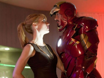 Tony Stark y Pepper Potts en 'Iron Man'