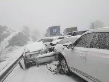 Imagen del accidente que se ha producido a primera hora de la tarde en la autovía del Norte (A-1)