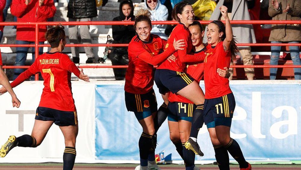 Las jugadoras españolas celebrando un gol