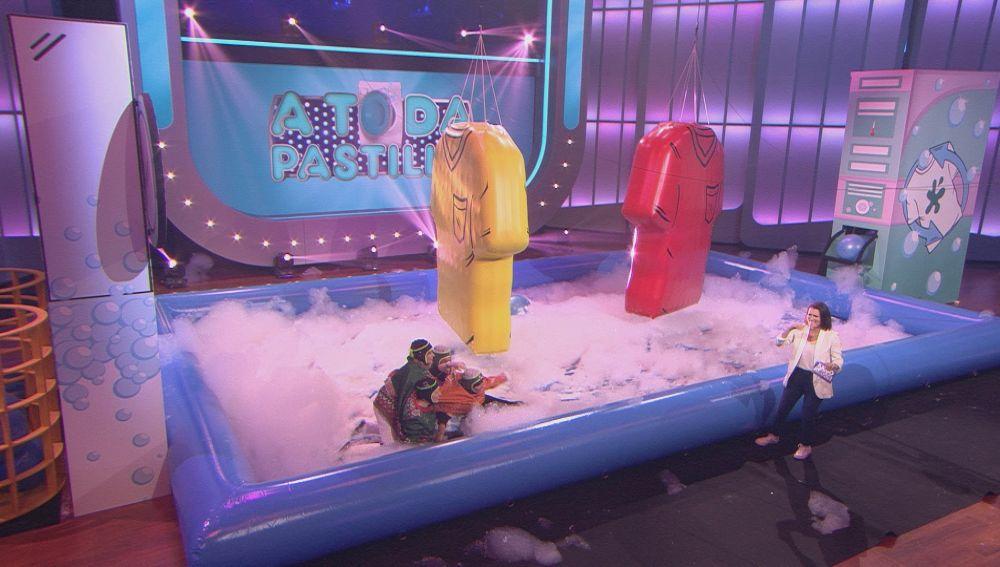 Las concursantes protagonizan una pelea entre la espuma de 'A toda pastilla'