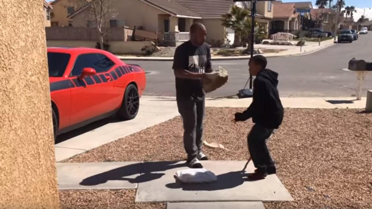 El Castigo De Un Padre A Su Hijo Por Jugar Al Fortnite: Le