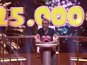 Vicenç gana 25.000 euros en 'Juego de juegos' gracias a los presentadores de televisión