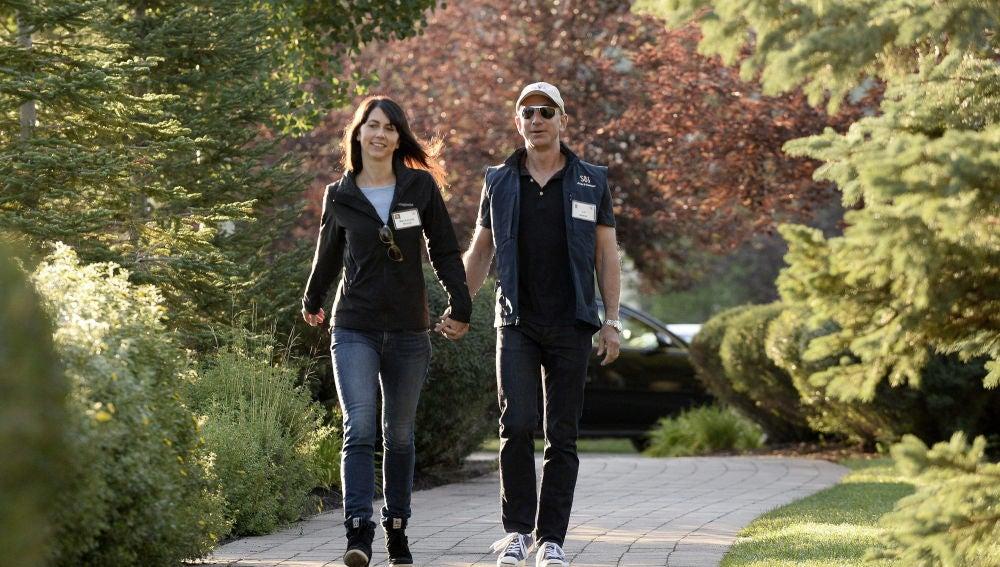 El fundador de Amazon, Jeff Bezos, y su exesposa Mackenzie
