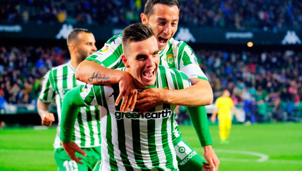 Giovani Lo Celso y Andrés Guardado celebrando un gol del Betis
