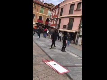 Pelea de los ultras en el centro de León