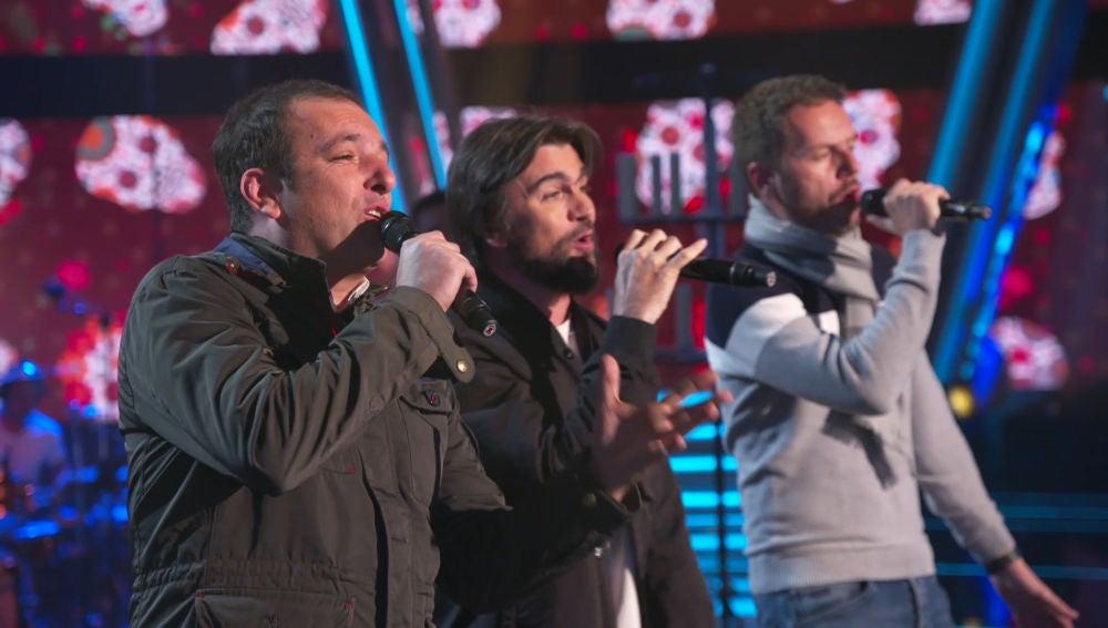 Javi Moya y Ángel Cortés sorprenden en los ensayos junto a Juanes en el plató de 'La Voz'