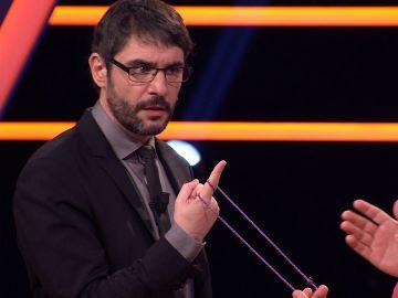 La mano de Juanra Bonet peligra con el truco de magia de Jose Luis en '¡Boom!'
