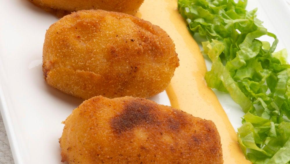 Pincho de croqueta de patata, txistorra y queso