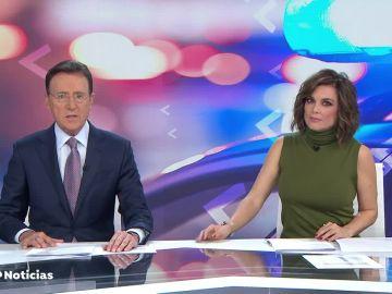 Antena 3 Noticias 1 Fin de Semana, con Matías Prats y Mónica Carrillo