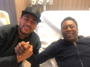 Neymar visita a Pelé en el hospital