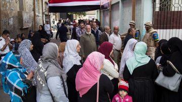 Colas para votar en el referéndum en Egipto