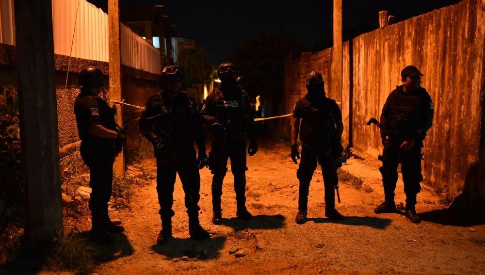 Cordón policial en el lugar del asesinato múltiple en Veracruz