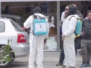 Un grupo de independentistas 'desinfecta' la zona en la que Arrimadas da un mitin