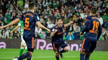 Guedes celebra un gol con el Valencia
