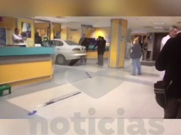 Coche empotrado en un hospital de Bilbao