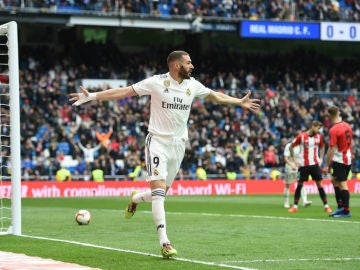 Benzema celebra un gol ante el Athletic