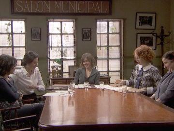 Adela anuncia una charla en la asociación de mujeres que podría ocasionar problemas en Puente Viejo