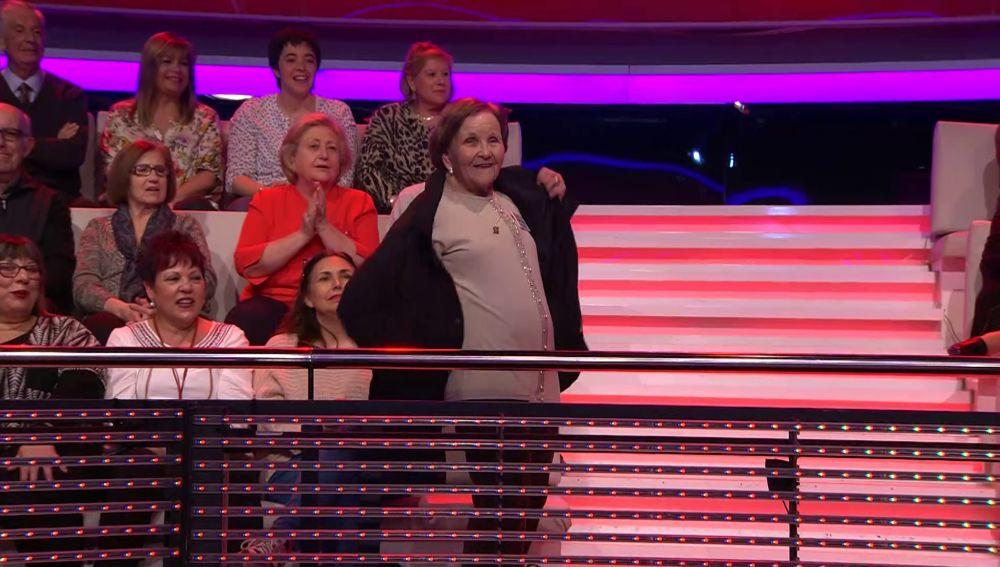 Palmira Gogó, con total confianza: llega a '¡Ahora caigo!' a mitad del programa, ¡y se va tras la 'Palabra gallina'!