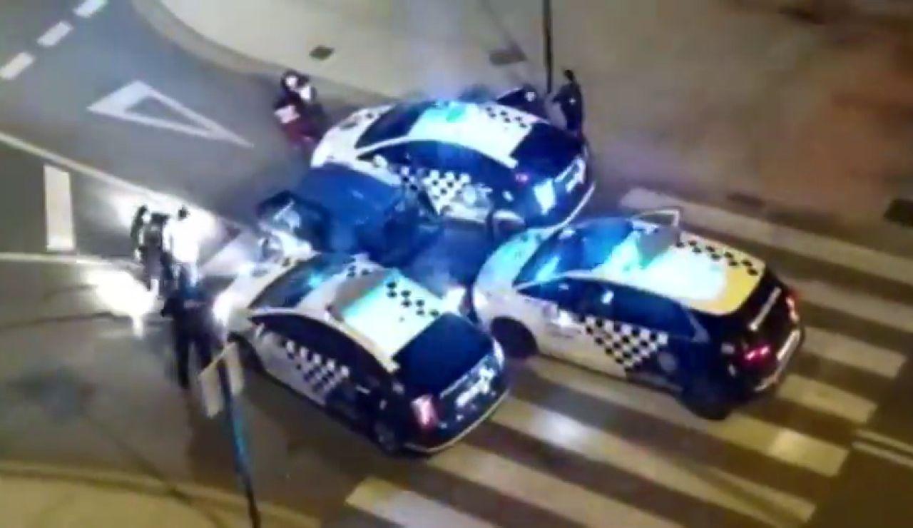 Dos detenidos y dos policías herido durante una persecución con disparos en Granada