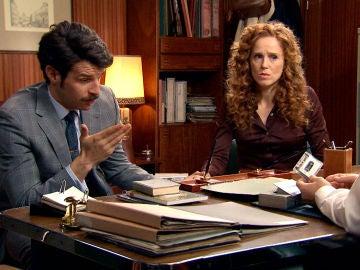 Carlos y Ana necesitan confesarle a Mónica toda la verdad