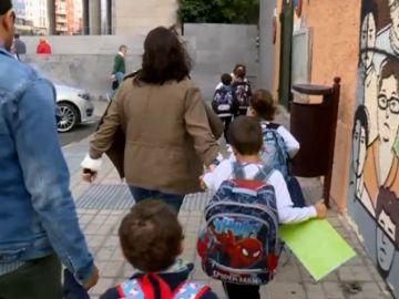 Obligan a un niño con autismo a cambiar de colegio