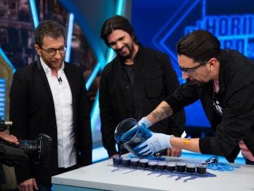 La química oscilante de Marron deja impresionado a Juanes en 'El Hormiguero 3.0'