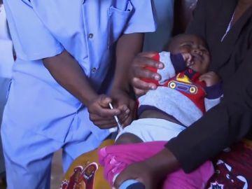 Arranca la primera campaña mundial de vacunación contra la malaria