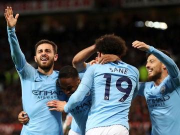 Los futbolistas del Manchester City celebran un gol