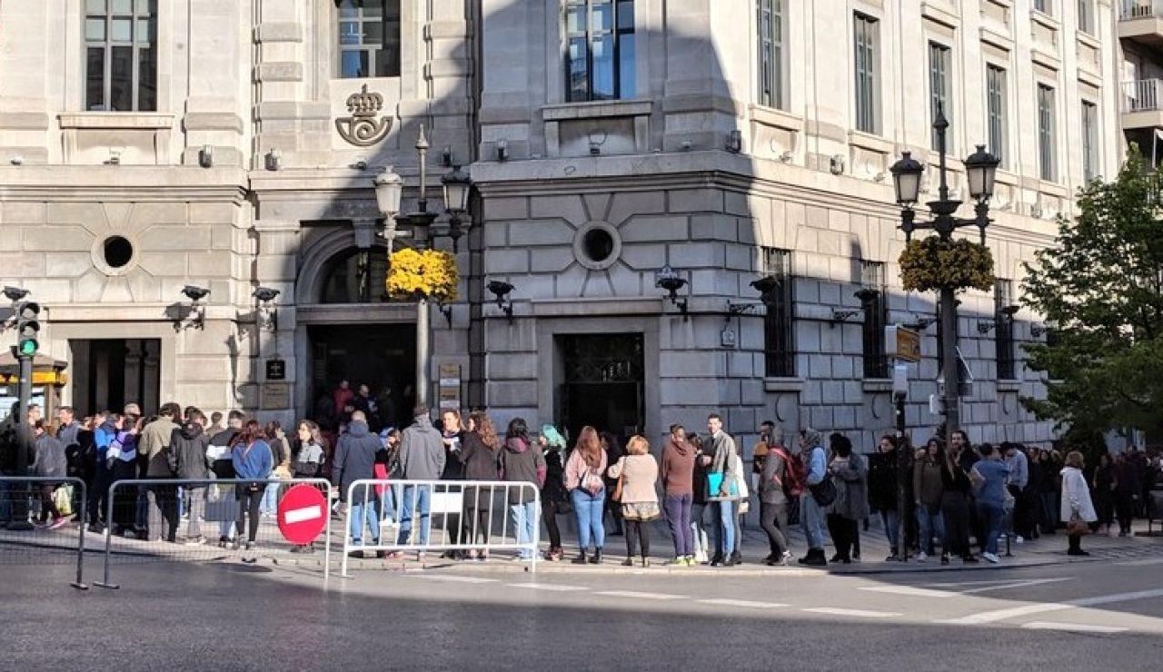 Elecciones generales 2019: La cola de Correos en la oficina principal de Granada