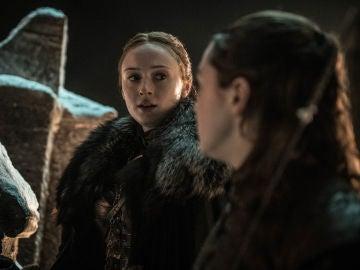 Sansa Stark y Arya Stark en 'Juego de Tronos'