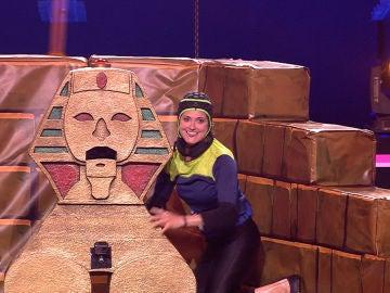 Silvia Abril, sorprendida con la gran habilidad de Esther para subir 'La Pirámide'