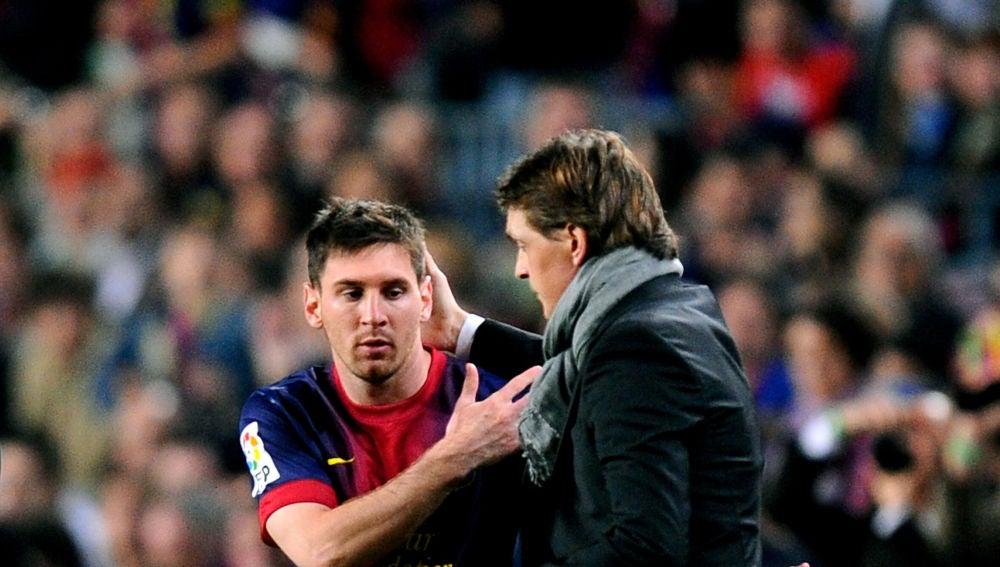 Tito Vilanova y Messi durante un partido