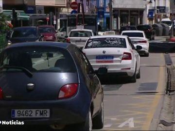 Una taxista evita un atraco encerrando al asaltante dentro del coche
