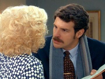 Carlos enfurece a su madre mostrándole la denuncia que acaba de poner contra Gabriel