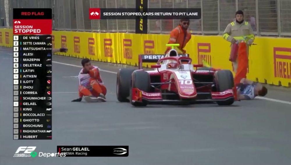 El atropello sincronizado de un coche de Fórmula 2 a dos mecánicos durante el GP de Azerbaiyán