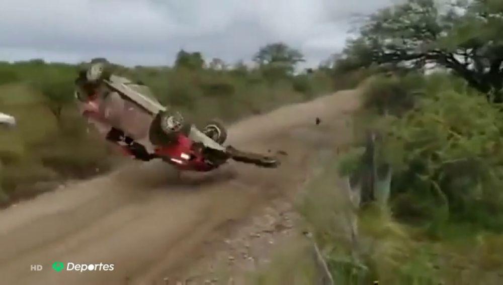 Tensión en el rally de Argentina: brutal accidente con varias vueltas de campana del finlandés Lappi