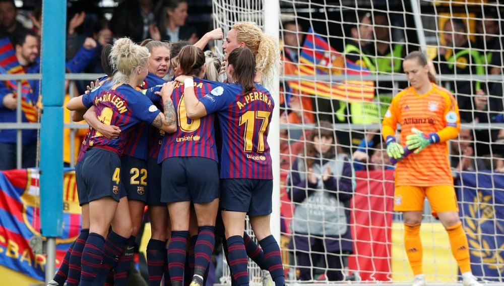 El Barcelona femenino celebra un gol ante el Bayern