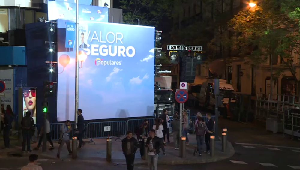 El balcón de Génova se quedó sin candidatos y la calle sin militantes