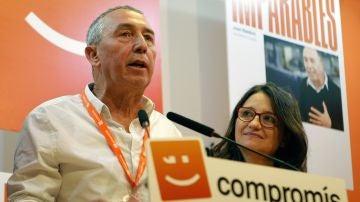 El cabeza de lista al Congreso por Compromís, Joan Baldoví, y la candidata a la presidencia de la Generalitat Valenciana, Mónica Oltra