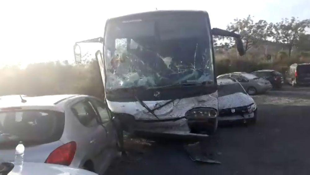 16 heridos en un accidente de un autobús escolar al quedarse sin frenos