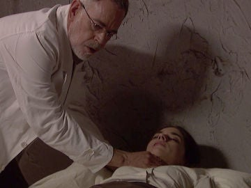 """El doctor Zabaleta asiste a una inconciente Elsa tras la paliza recibida: """"Aún tiene pulso"""""""