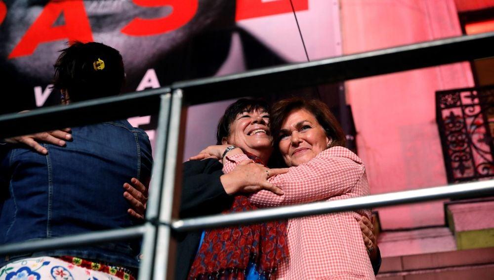 Las socialistas Carmen Calvo y Cristina Narbona durante la valoración de los resultados