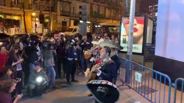 """""""Canta y no llores"""", la ranchera de Forocoches en las puertas del PP"""