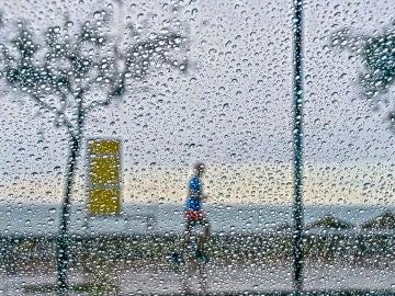 A pesar de las lluvia, algunos mantienen sus rutinas