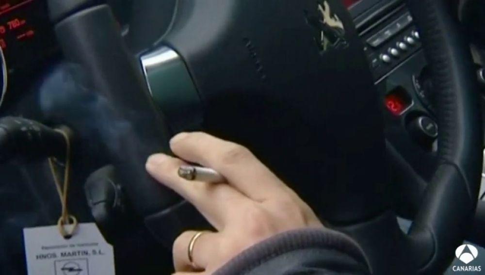 Prohibido fumar al volante