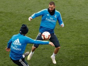 Benzema ya se entrena con el grupo
